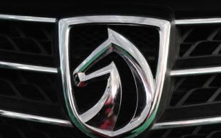 Итальянская машина с лошадью на эмблеме