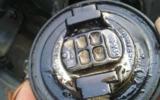Почему попадает бензин в картер двигателя